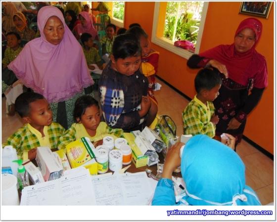 Pemeriksaan Kesehatan Gratis Untuk Anak Yatim Dhuafa di Desa Sepanyul